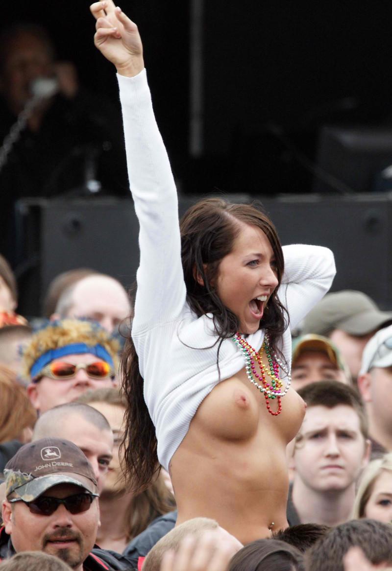 чего девушки с сиськами в майках из музыкальных фестивалей может стать только