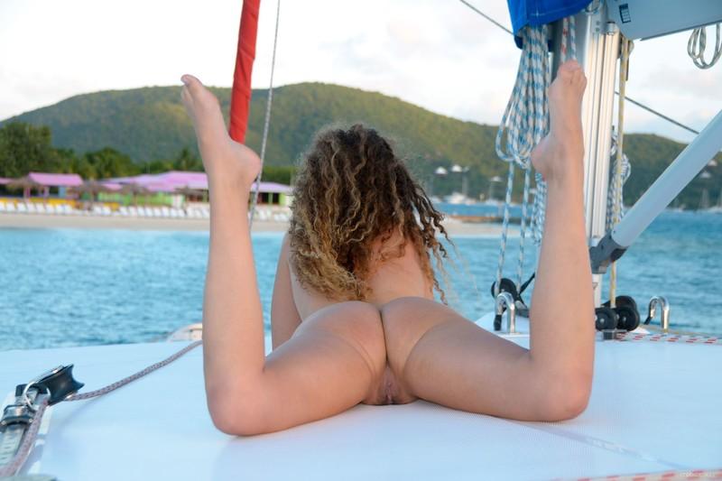 Фото нудистов на яхтах 19 фотография
