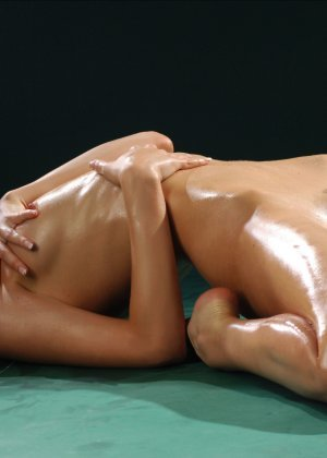 obmazannaya-maslom-erotika