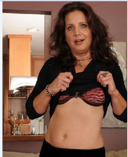 проститутка в красном фото