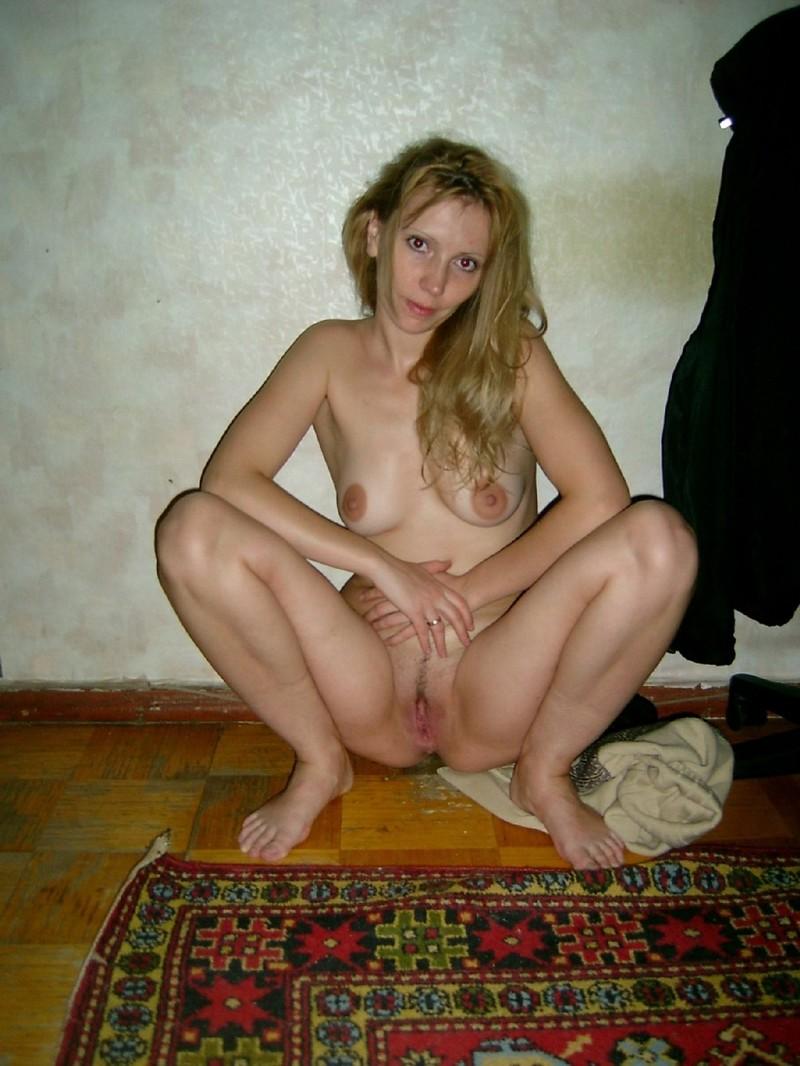 Полякова показывает пизду фото 540-375