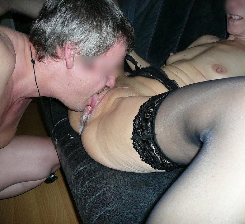 фото мужики пьют сперму из влагалища порно