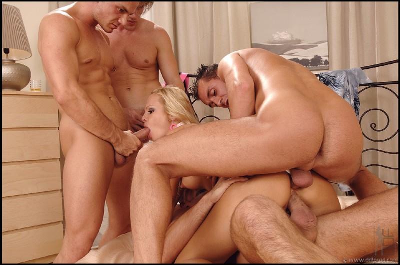 как это порнография телку ебут во все дырки три мужика сразу смотреть самаре достаточно