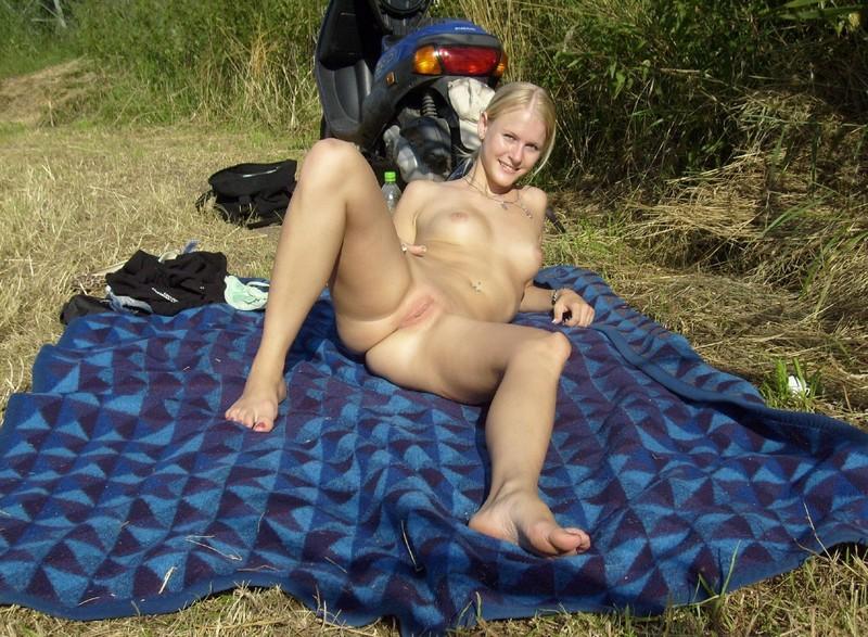 Приват фото русских женщин на природе 10 фотография