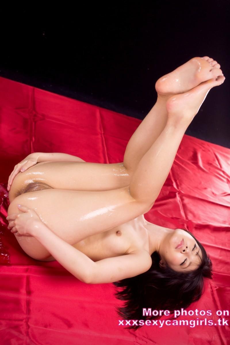 пухлая девушка в купальнике фото брюнетка