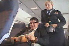 Фото как стюардесса дрочит пассажиру фото 584-47
